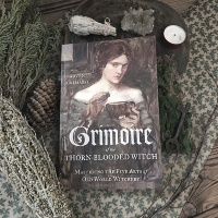 "Raven Grimassi ""Grimoire of the thorn-blooded witch"""
